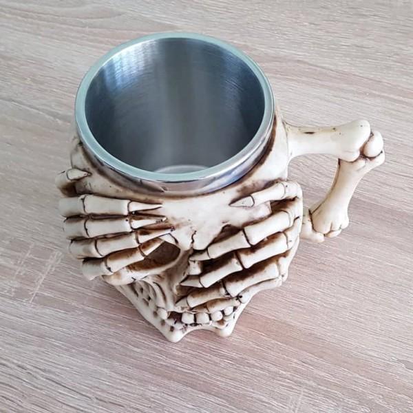 Масивна 3D чаша череп с ръце на очите и паяжина на гърба 400мл