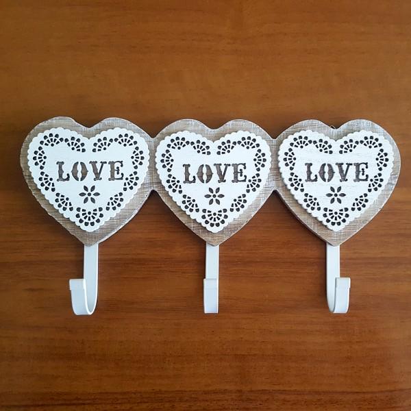 Декоративна дървена закачалка 3 сърца с надпис Love стенна закачалка
