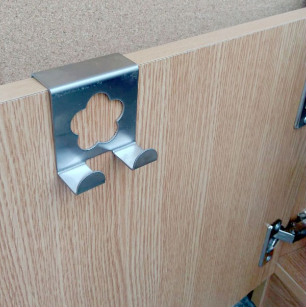 Метална двойна закачалка за врата на кухненски шкаф