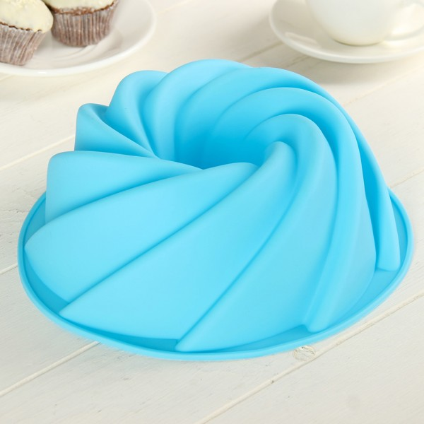 Малка силиконова форма за кекс спирала 19см