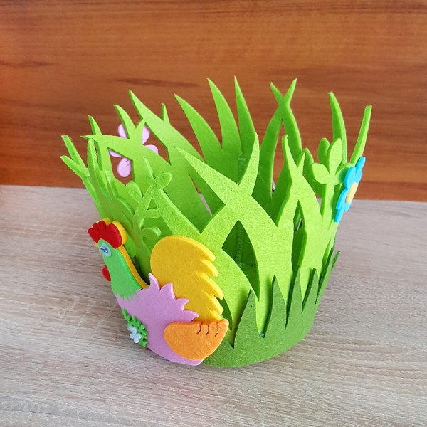 Кошче за великденски яйца с декорация кокошка и цветя