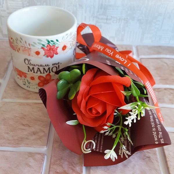 Подаръчен комплект букет и чаша с надпис Обичам те, МАМО