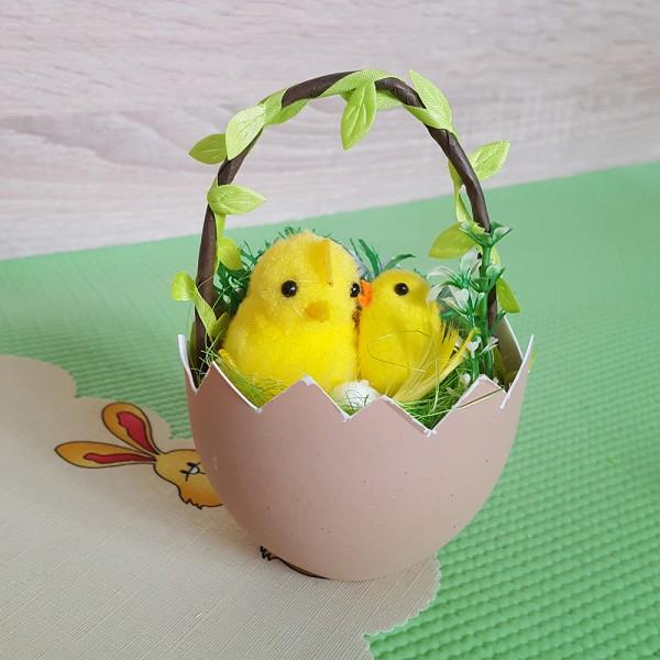 Великденска украса пиле в кошничка от яйце декорация за Великден 15см