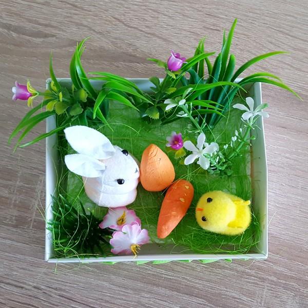 Великденско зайче с моркови и пиленце в градинка декорация украса за Великден