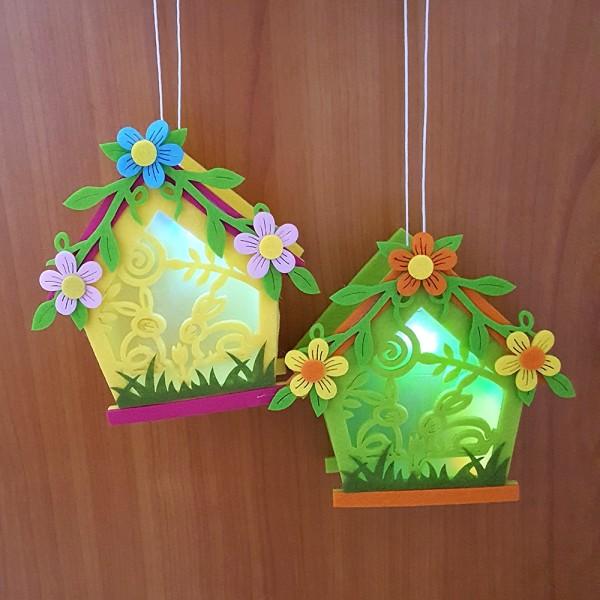 Декоративна светеща къщичка от филц висяща украса за Великден