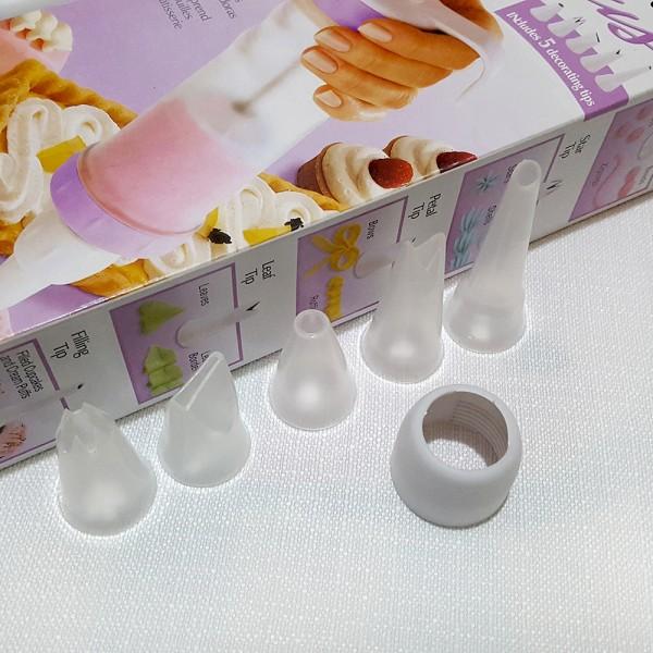 Сладкарски шприц с накрайници за декориране на сладкиши