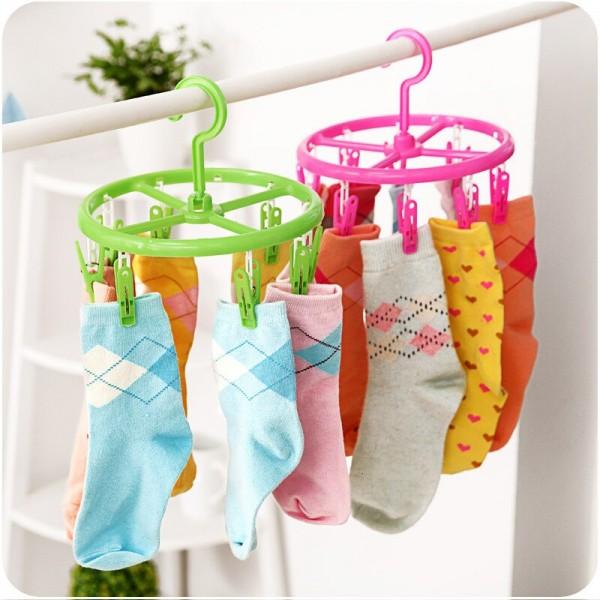 Кръгъл сушилник простор с щипки за бельо и чорапи